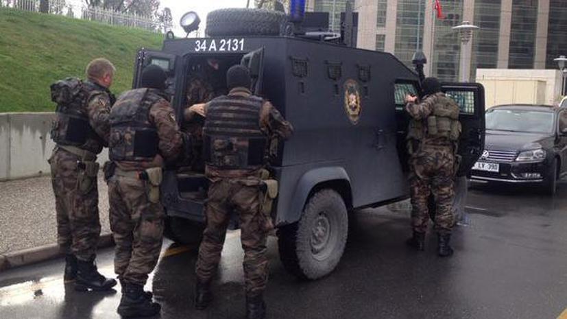 СМИ: Спецназ освободил взятого в заложники турецкого прокурора