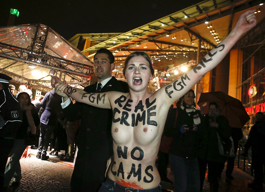 Femen показали грудь на Берлинском кинофестивале