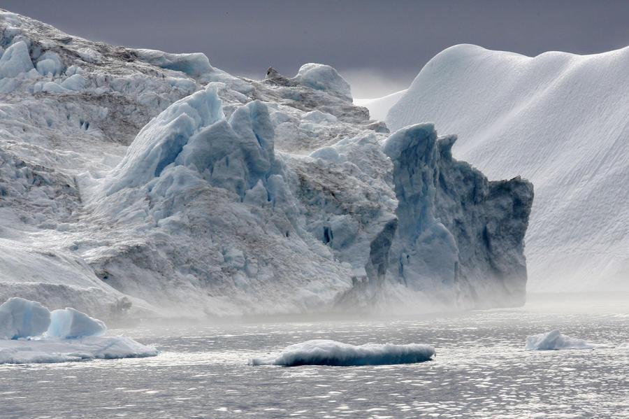 Айсберг размером с Сингапур отправился в плавание по океану