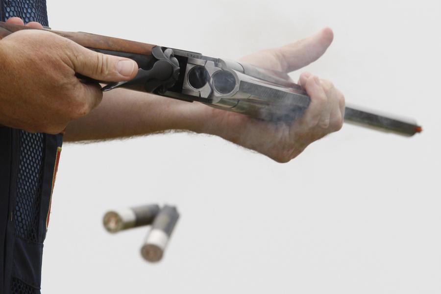 В Москве мужчина напал на прохожих, а затем застрелился