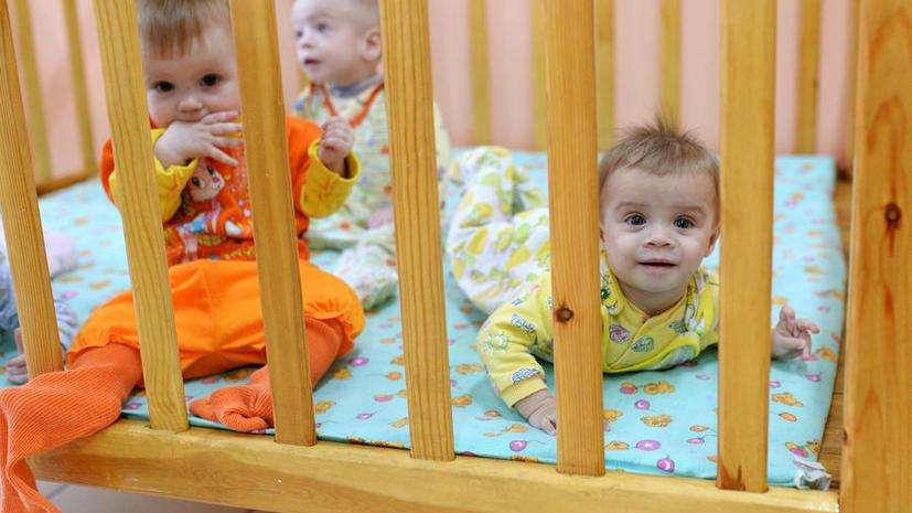 СМИ: Депутаты подозревают, что иностранные НКО передают российских сирот в США