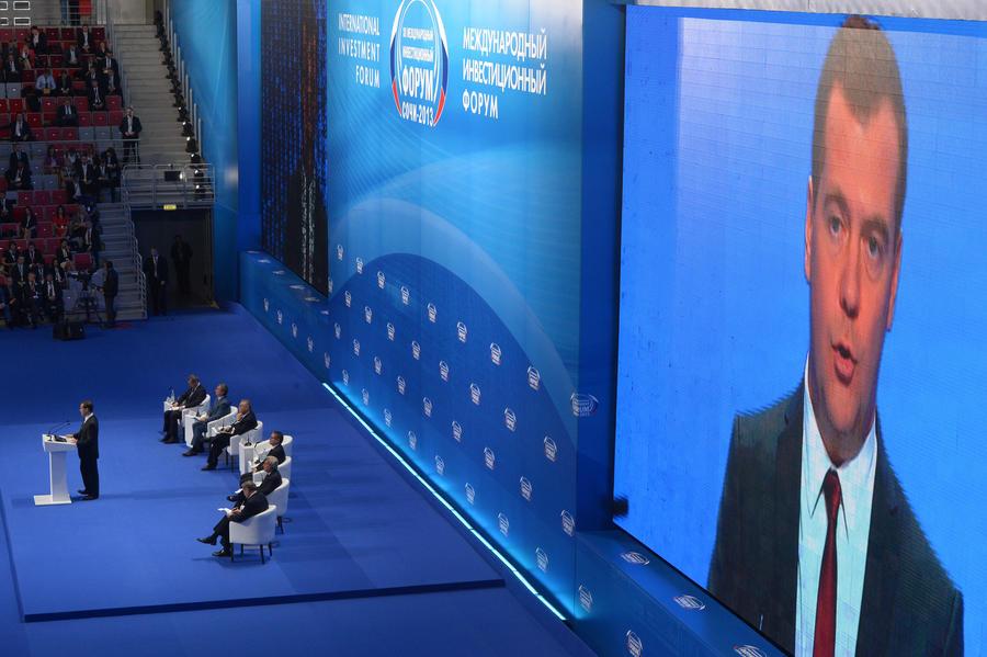 Дмитрий Медведев предложил сокращать неэффективные рабочие места