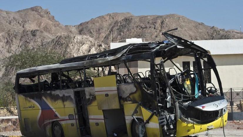 Египетские террористы взорвали автобус с туристами, погибли люди