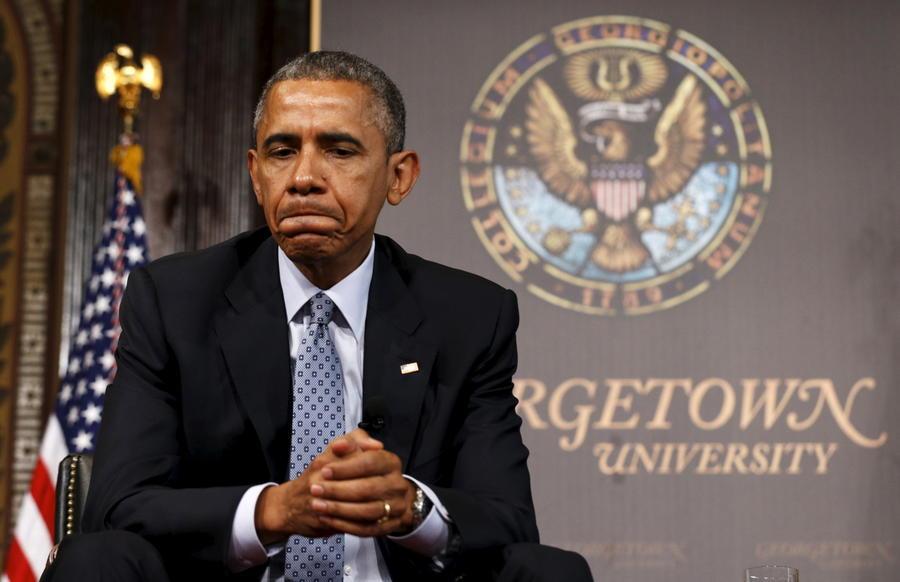 Опрос: Каждый третий россиянин видит в Бараке Обаме врага родины