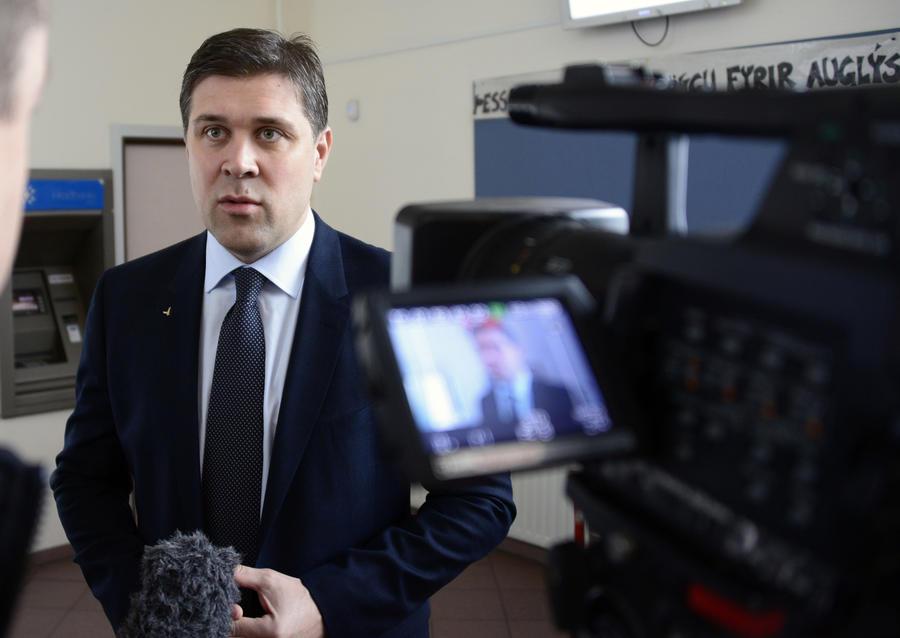 Исландcкий министр: Сноуден может получить убежище лишь на общих основаниях