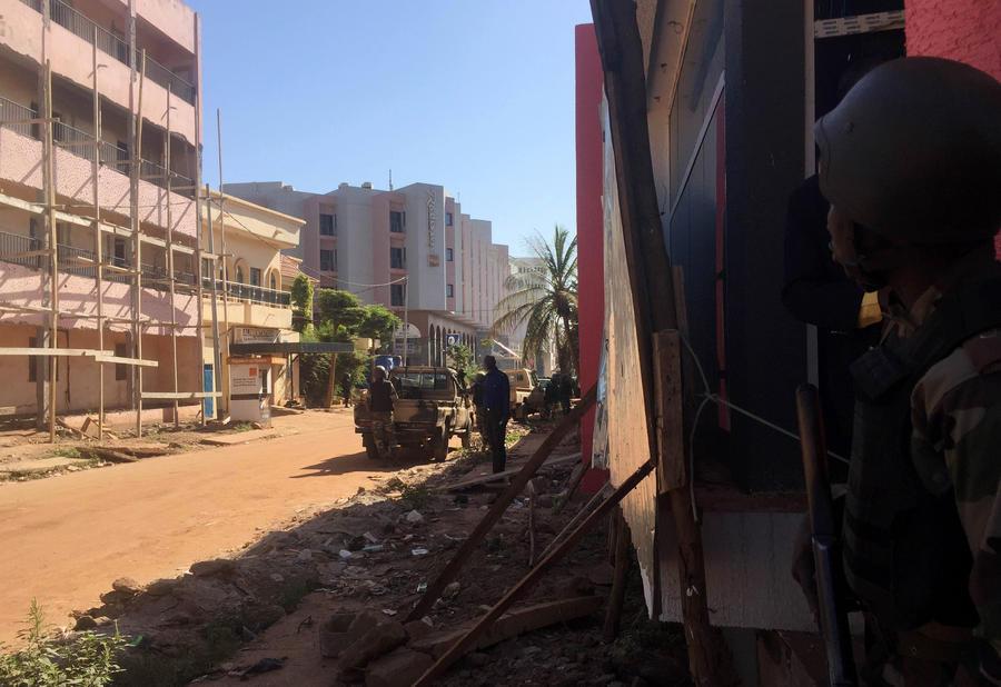 В Мали вооружённые террористы захватили 170 заложников в отеле Radisson