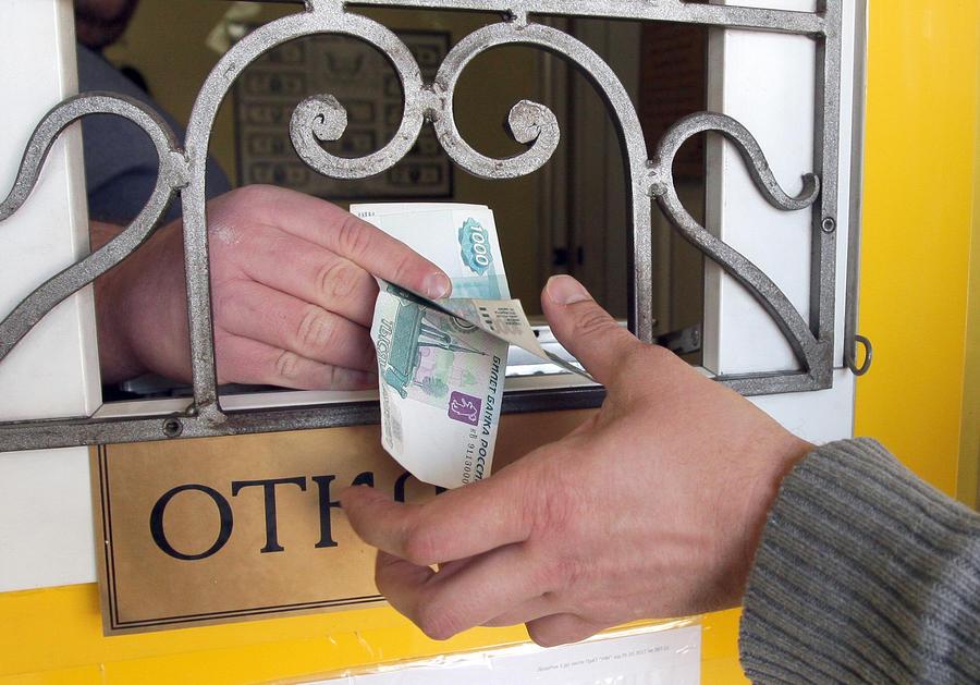 СМИ: В Москве валютный ажиотаж вызвал рост фальшивых обменников