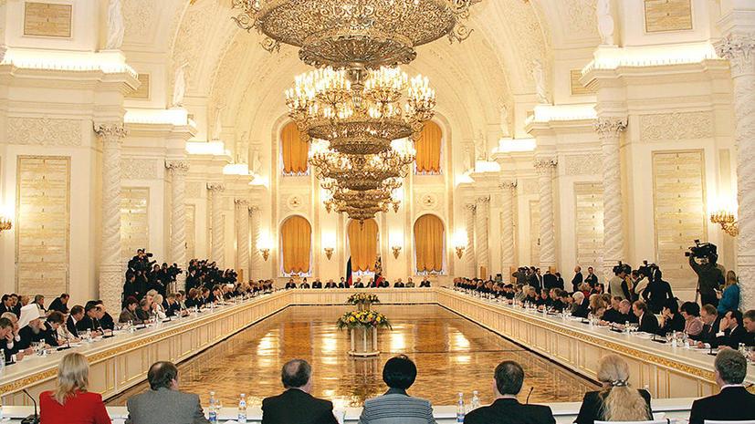 Состав Общественной палаты предлагают расширить и выбирать через интернет