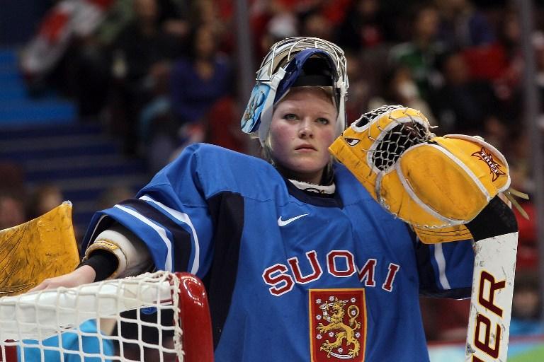 Вратарь женской сборной Финляндии по хоккею встанет в ворота мужской команды