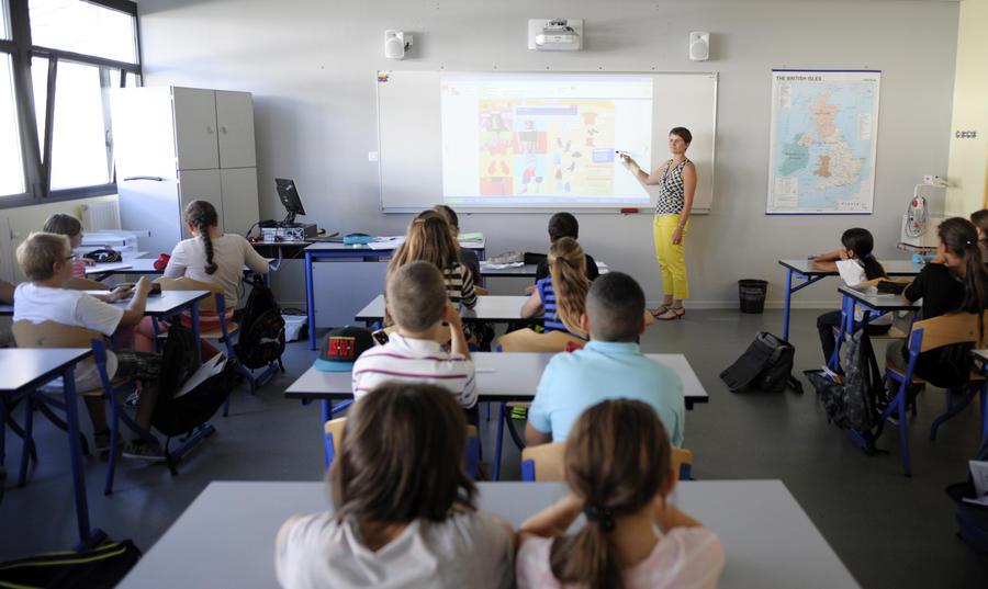 Ирландское правительство не будет защищать преподавателей средних школ от сокращений