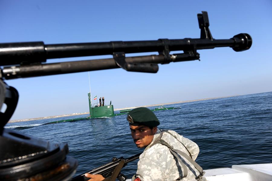 Иран начал учения в Ормузском проливе