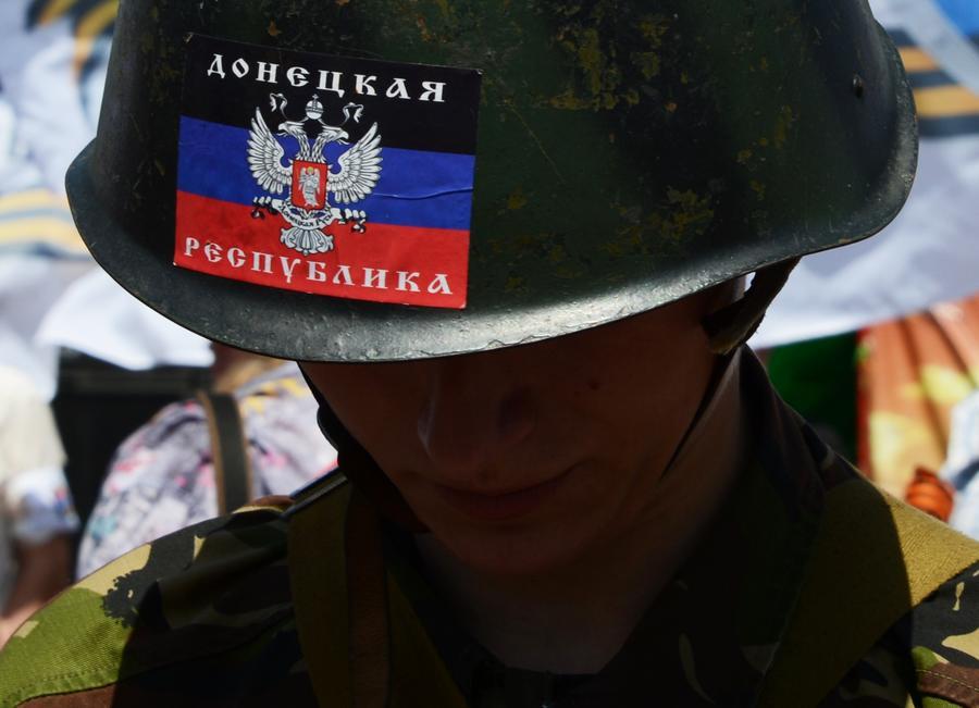 ЛНР и ДНР требуют признать их особый статус, прекратить огонь и провести свободные выборы