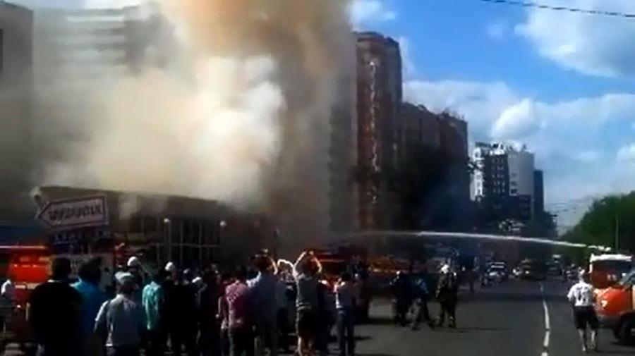 В Перми загорелся магазин пиротехники