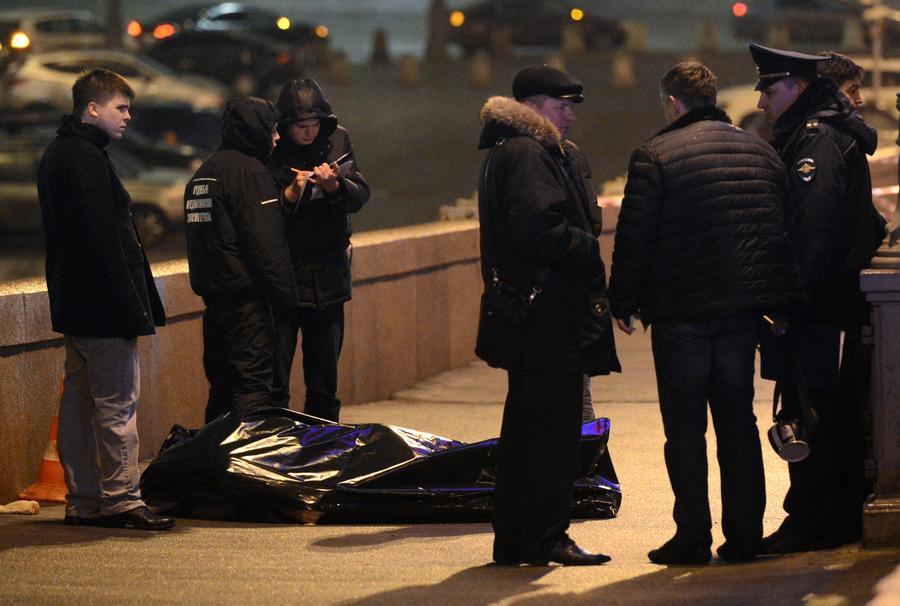 СМИ: Следственный комитет рассматривает несколько версий убийства Бориса Немцова