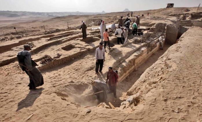Чешские археологи нашли в песках Египта могилу главного врача