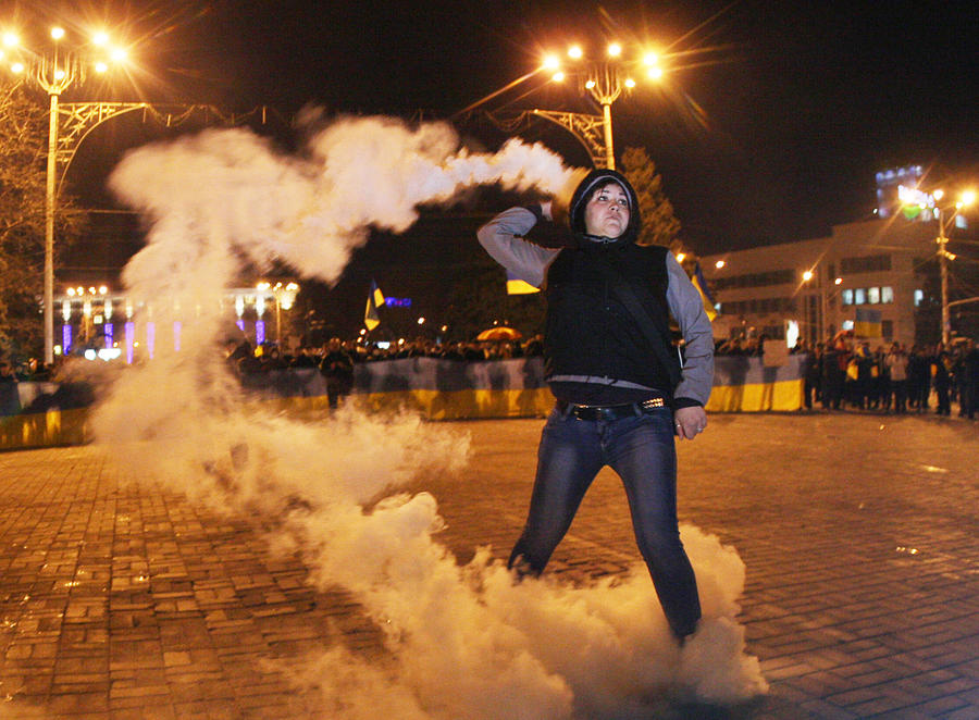 Эксперт: Националисты на Украине планируют, нагнетая обстановку, прибегнуть к террору и окончательно захватить власть