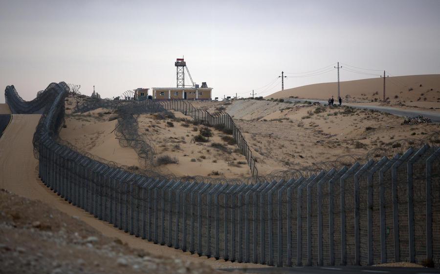 Группа боевиков атаковала военный штаб и тюрьму на Синае