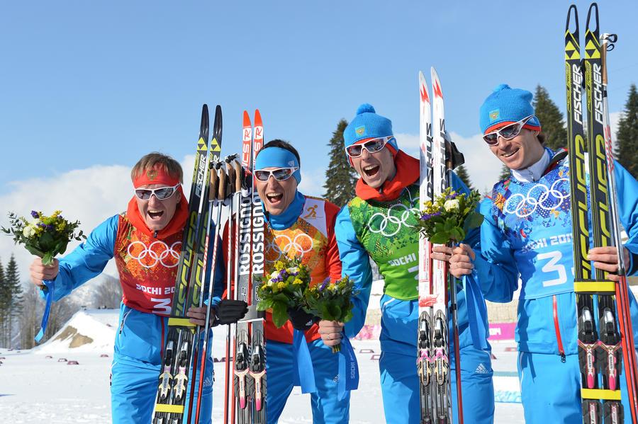 Российские лыжники выиграли серебро в олимпийской эстафете 4х10 км