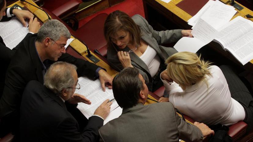 Греческих политиков просят быть менее сексуальными
