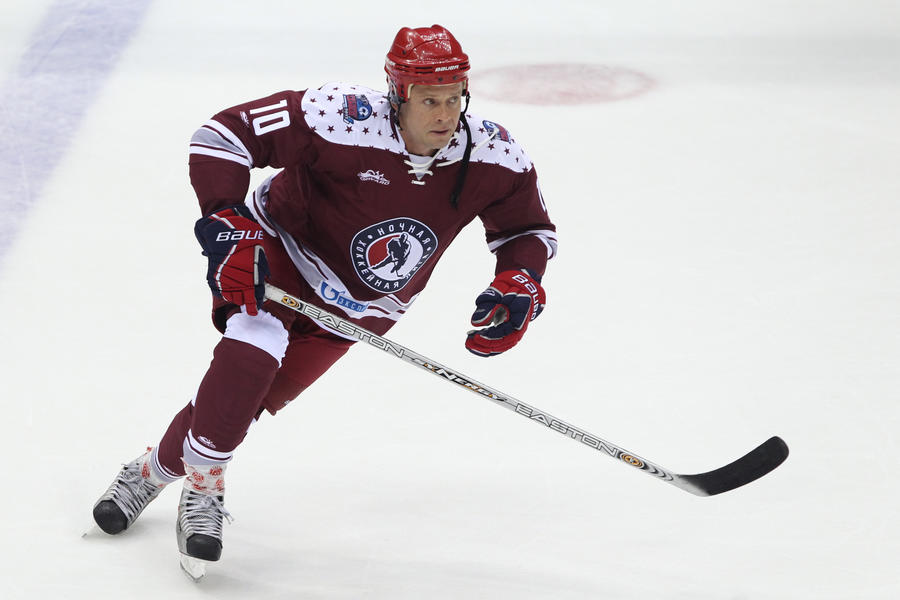 Клуб НХЛ «Ванкувер Кэнакс» навечно закрепил за Павлом Буре номер «10»