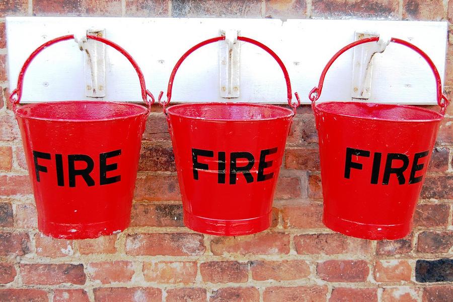 Воспитательница в США оставила детей, чтобы потушить пожар, и была уволена
