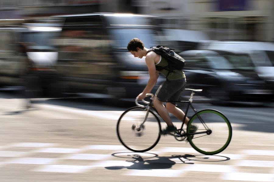В США велосипедиста оштрафовали за то, что его сбила полицейская машина