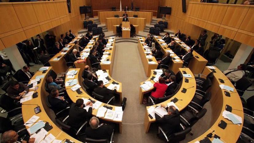 Парламент Кипра устроил перерыв в ожидании новостей из Брюсселя
