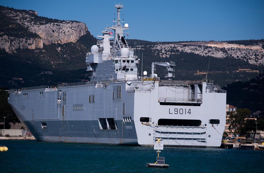 Эксперт: Задерживая поставки «Мистралей», Олланд лавирует между Европой и Россией