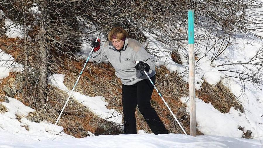 Канцлер ФРГ Ангела Меркель сломала тазобедренный сустав, катаясь на лыжах