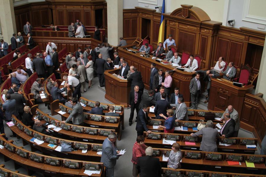 Парламент Украины постановил вывести войска из Киева