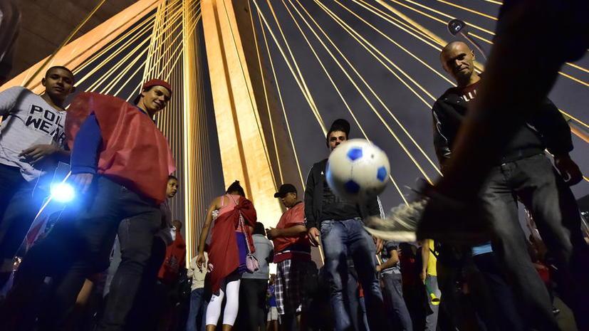 Обеспечивать безопасность на ЧМ-2014 по футболу будут 157 тысяч бразильских военных и полицейских