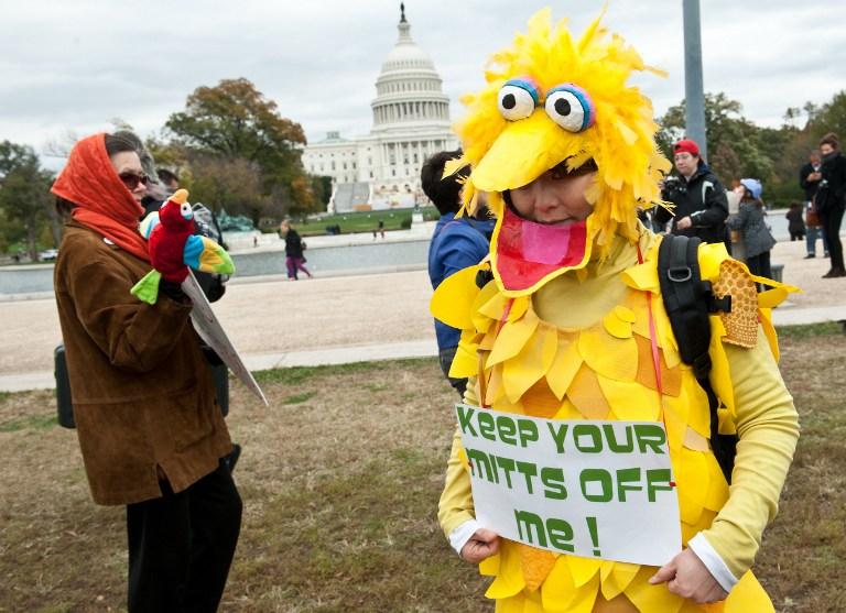 """В США прошел """"кукольный марш"""" в защиту общественного телевидения"""