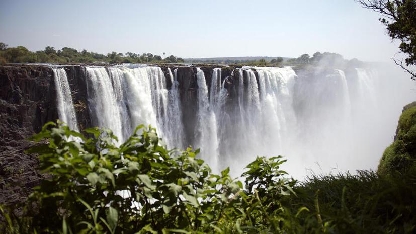 В Зимбабве решили переименовать знаменитый водопад Виктория