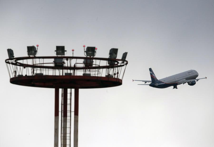 Авиасообщение между РФ и Украиной полностью прекращено