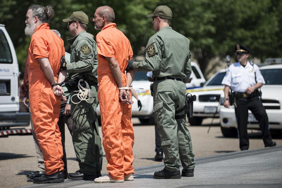 Власти США направят военное подкрепление в Гуантанамо