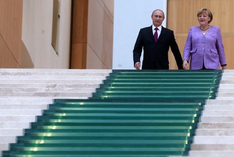 Владимир Путин и Ангела Меркель обсудили по телефону ситуацию на Украине