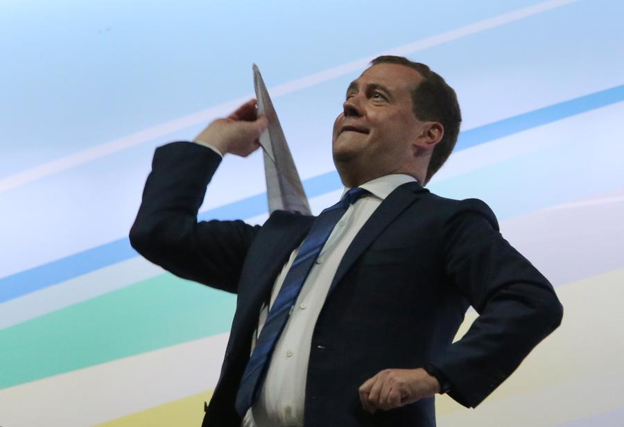 ВЦИОМ: Дмитрий Медведев является самым узнаваемым блогером России