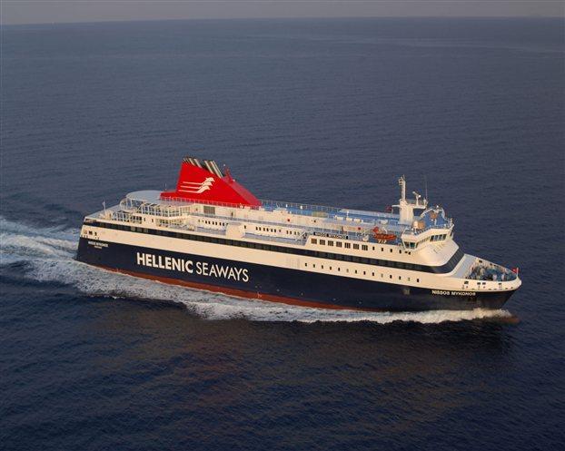 В Эгейском море загорелся паром с 250 пассажирами на борту