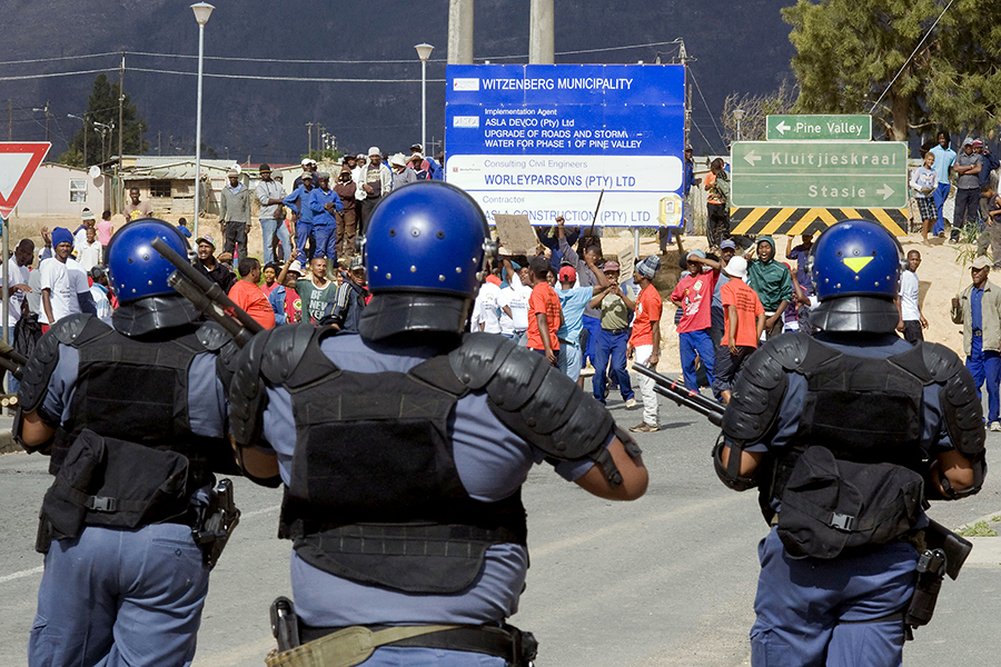 Полиция Кейптауна разогнала бастующих виноделов