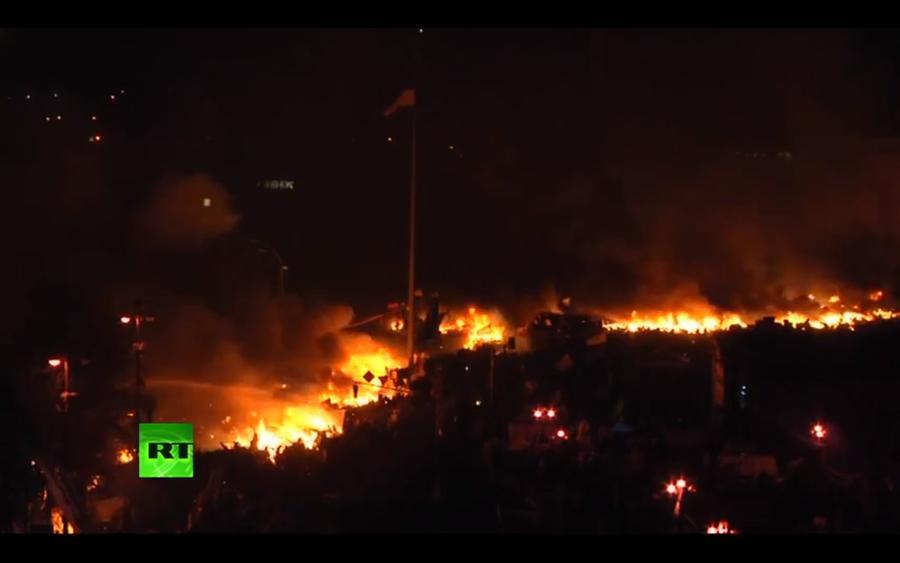 Из-за пылающих баррикад в центре Киева начались крупные пожары