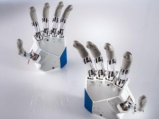 Первый киборг: пострадавшему в ДТП итальянцу вживят бионическую руку