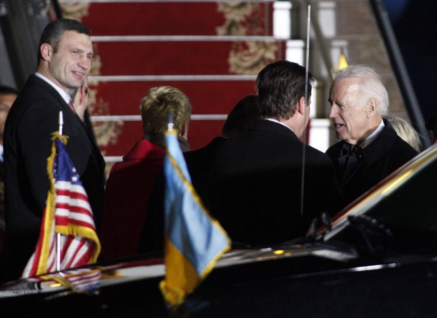 Байден vs Кличко: как могла бы пройти встреча политиков за закрытыми дверями