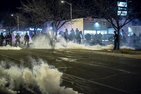 Полиция США распылила слезоточивый газ на митинге в Альбукерке