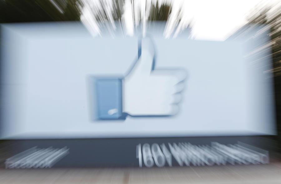 Facebook ввел плату за сообщения знаменитостям