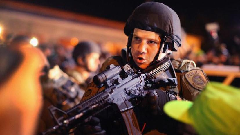 Военные против полиции: Обама оставит полицейских США без военного снаряжения