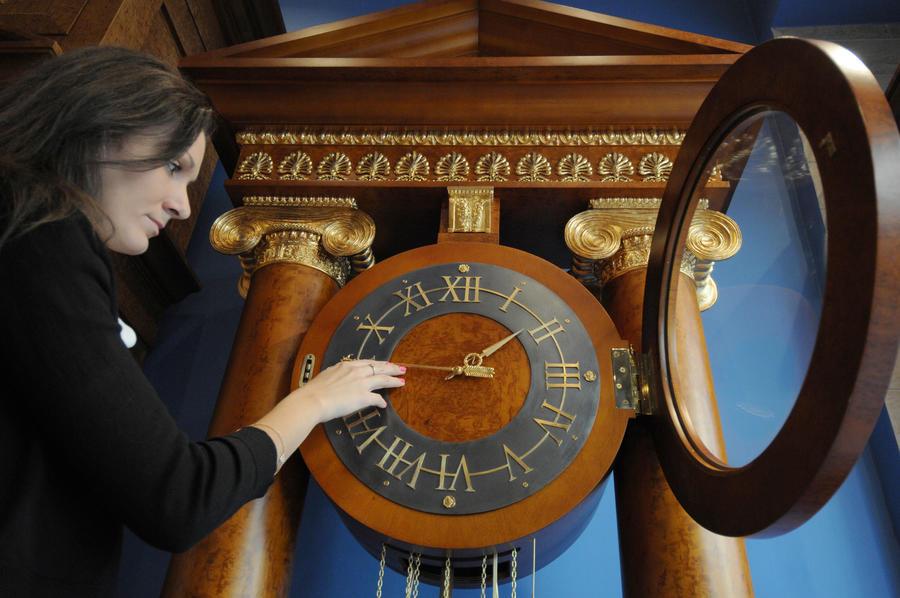 Госдума приняла законопроект о возврате к зимнему времени