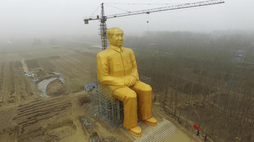 Гигантскую позолоченную статую Мао Цзэдуна в Китае снесли через три дня после установки