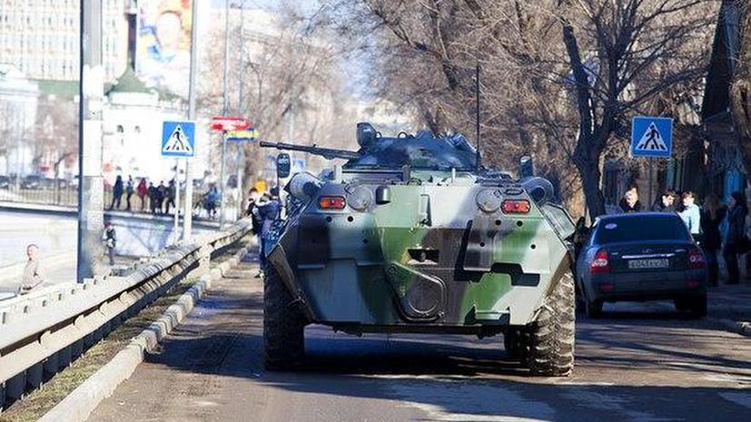 В Астрахани оцеплен колледж, где вооруженный террорист удерживает трех женщин
