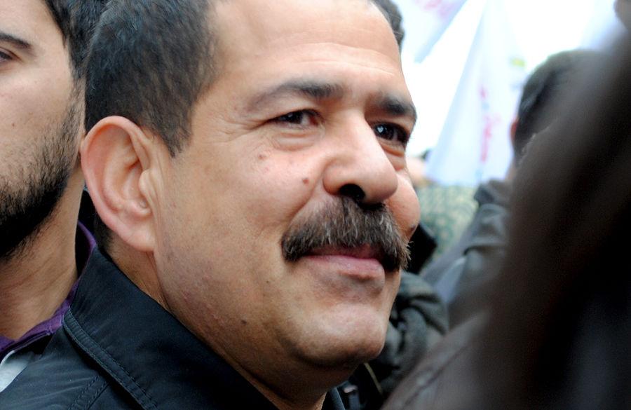 Тунисского политика застрелили на пороге родного дома - видео с места происшествия
