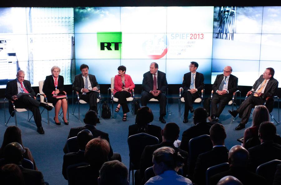 На Петербургском экономическом форуме Россия заключила контракты почти на 10 трлн рублей